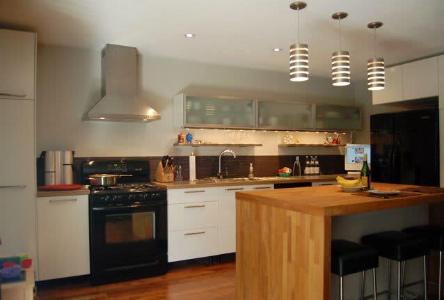 Kitchen Tour: Cynthia's Fixed-Up Kitchen in Toronto: gallery image 1