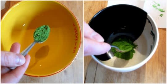 How to Whisk a Bowl of Matcha Green Tea: gallery image 10