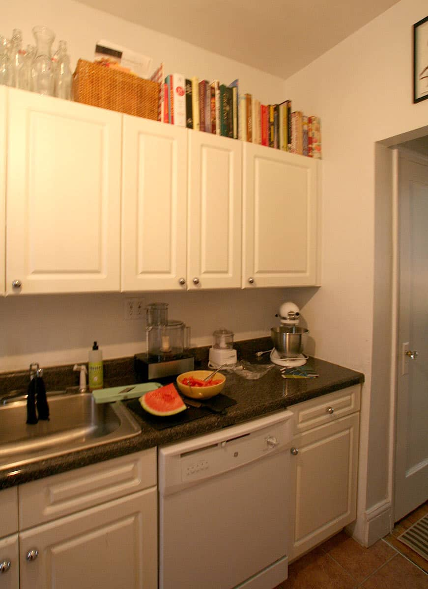 Kitchen Tour: Jackie Gives Life to Her Rental Kitchen: gallery image 4