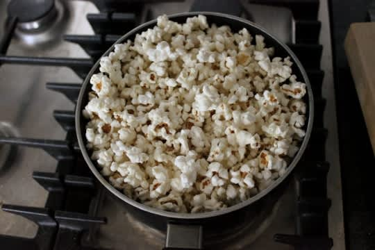 How to Pop Popcorn on the Stove: gallery image 8