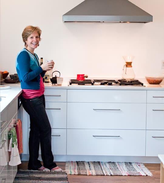 Kitchen Tour: Daria and Ben's Glossy White Kitchen: gallery image 1