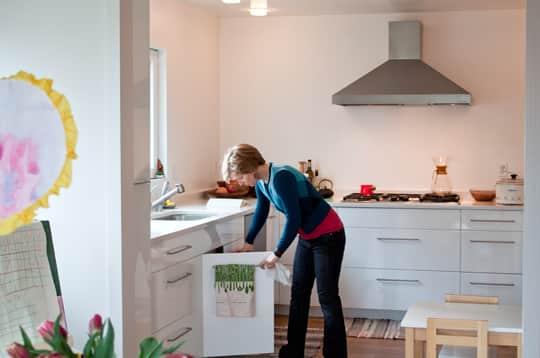 Kitchen Tour: Daria and Ben's Glossy White Kitchen: gallery image 15