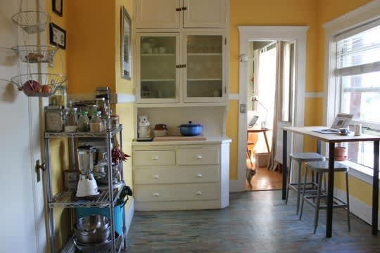 30 Small Cool Kitchens from Real Homes: gallery image 17