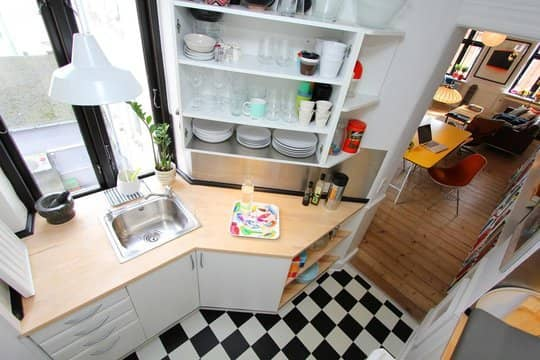 30 Small Cool Kitchens from Real Homes: gallery image 1