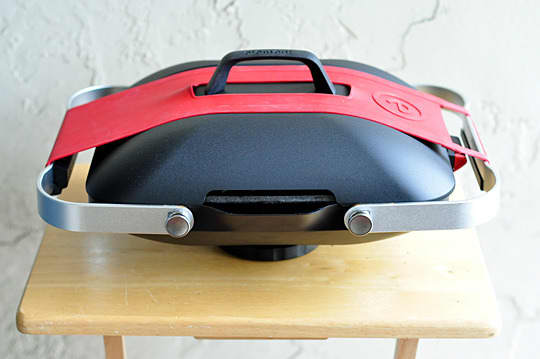 The Element Portable Grill by Fuego: A Smaller, Lighter Gas Grill for Apartment-Dwellers: gallery image 10