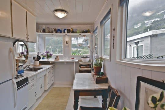 30 Small Cool Kitchens from Real Homes: gallery image 13