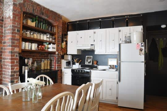 30 Small Cool Kitchens from Real Homes: gallery image 6