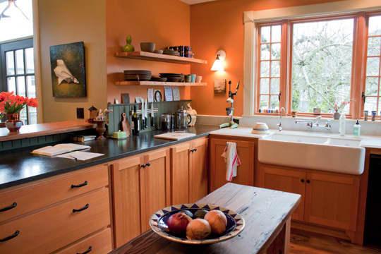 Kitchen Tour: Ginnie and Janie's Warm, Colorful Kitchen: gallery image 14