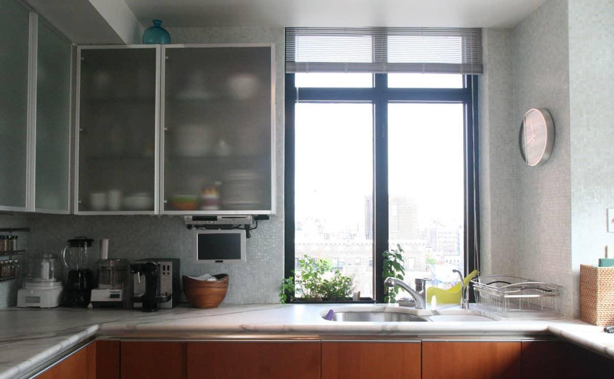 Jane's Lush Penthouse Kitchen: gallery image 6