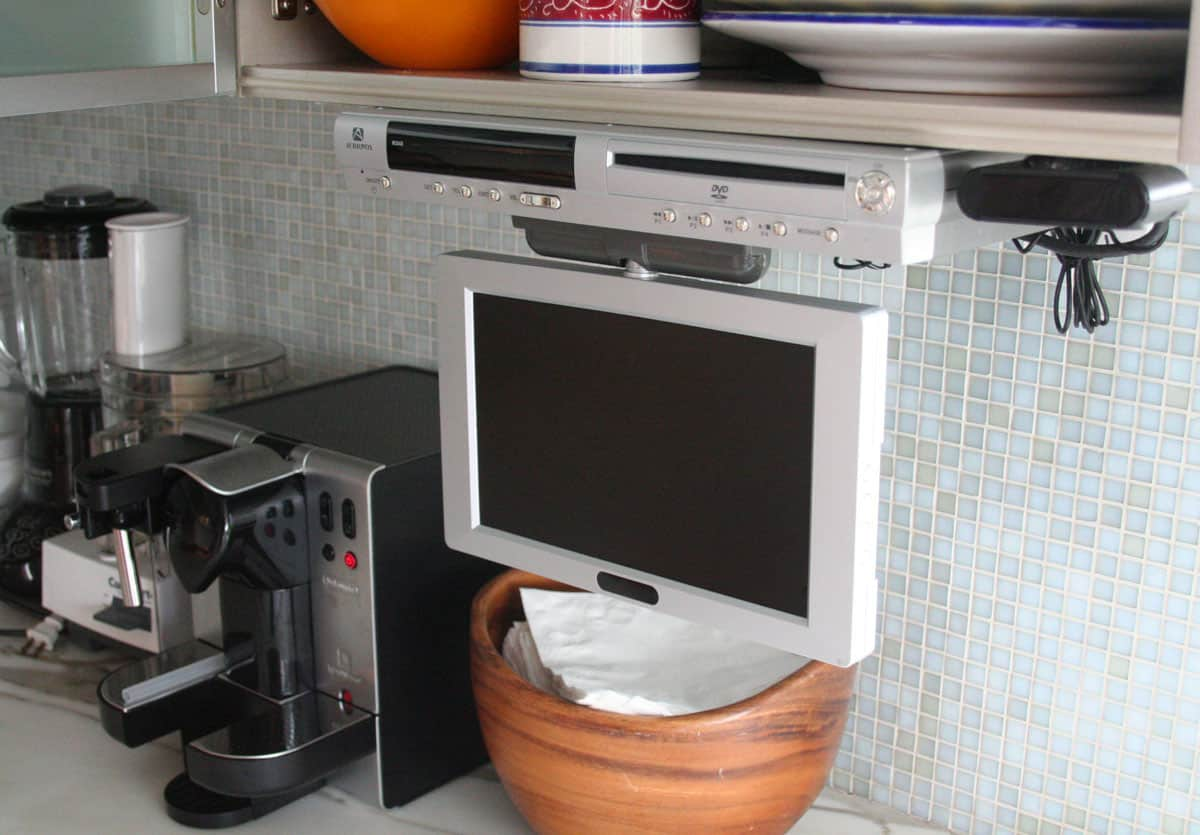 Jane's Lush Penthouse Kitchen: gallery image 10