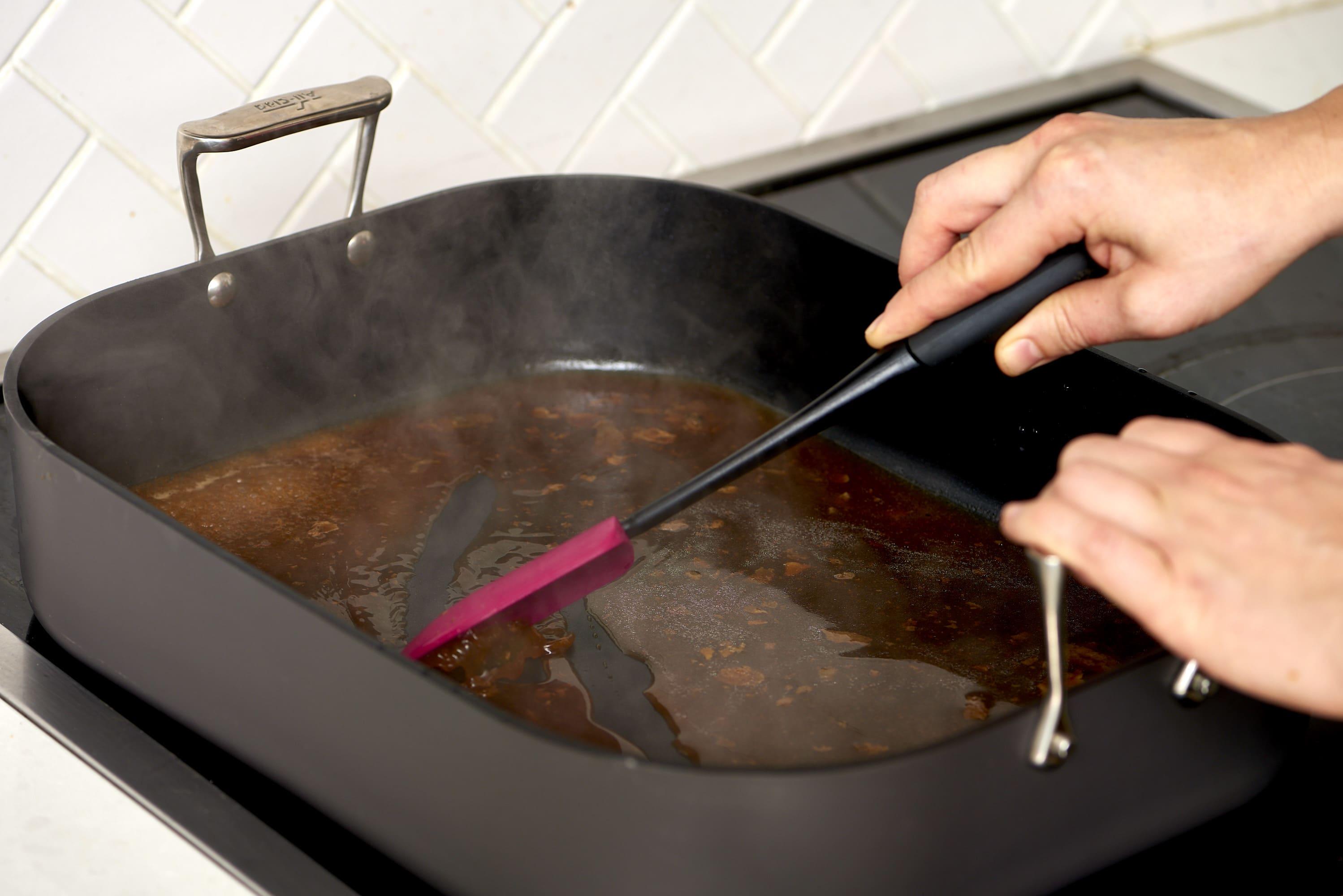 How To Make Turkey Gravy: gallery image 1