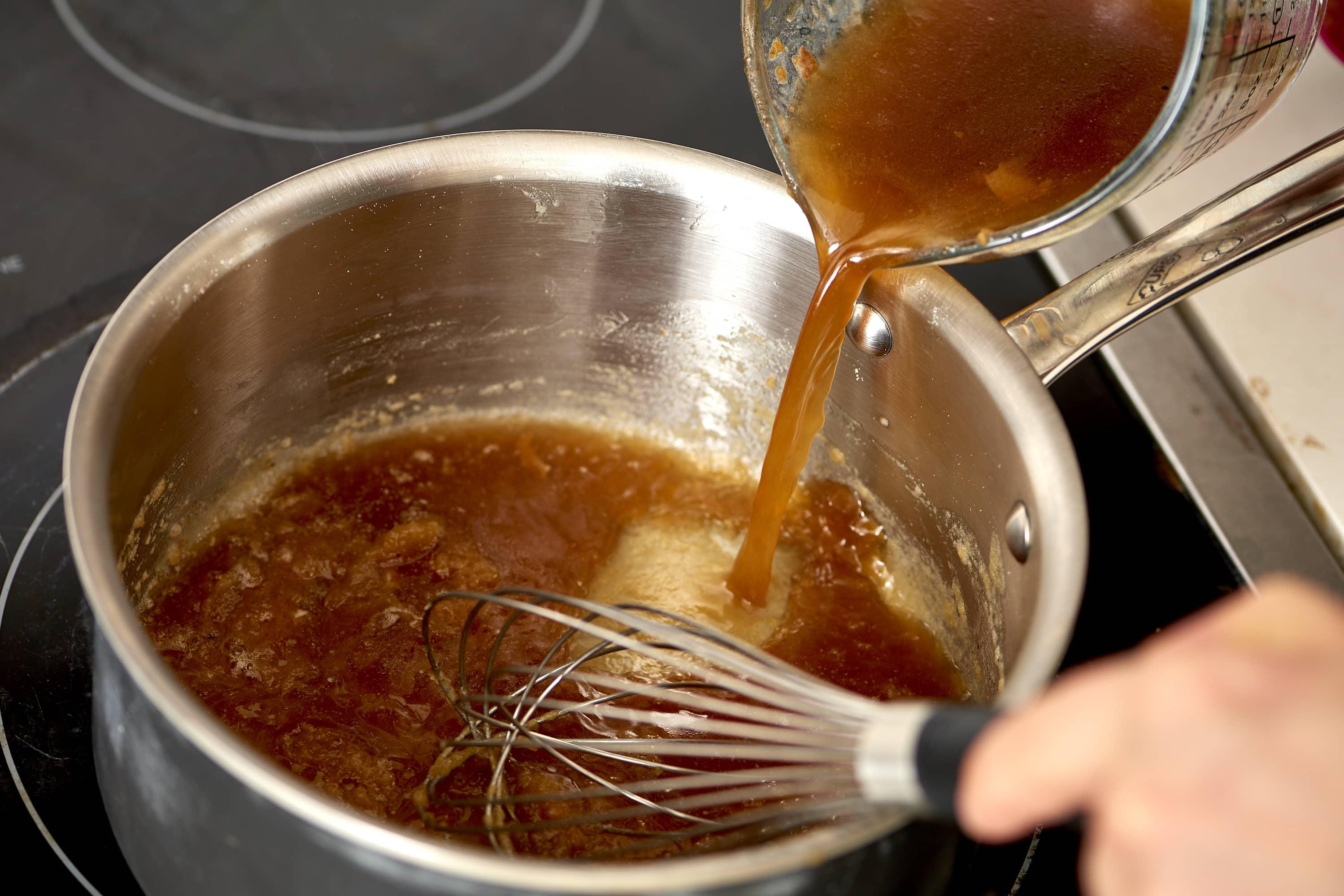 How To Make Turkey Gravy: gallery image 5