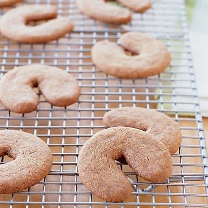 Nutmeg, Cardamom, Cloves: 10 Spiced Cookies: gallery image 10