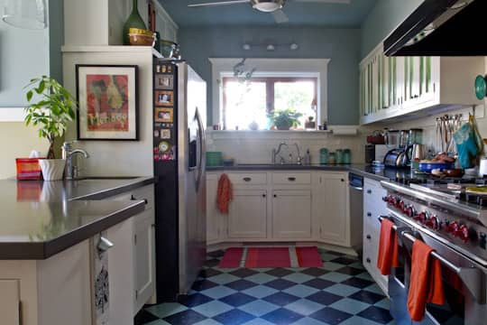Annette & Gustavo's Homey & Delightful California Craftsman Kitchen: gallery image 1