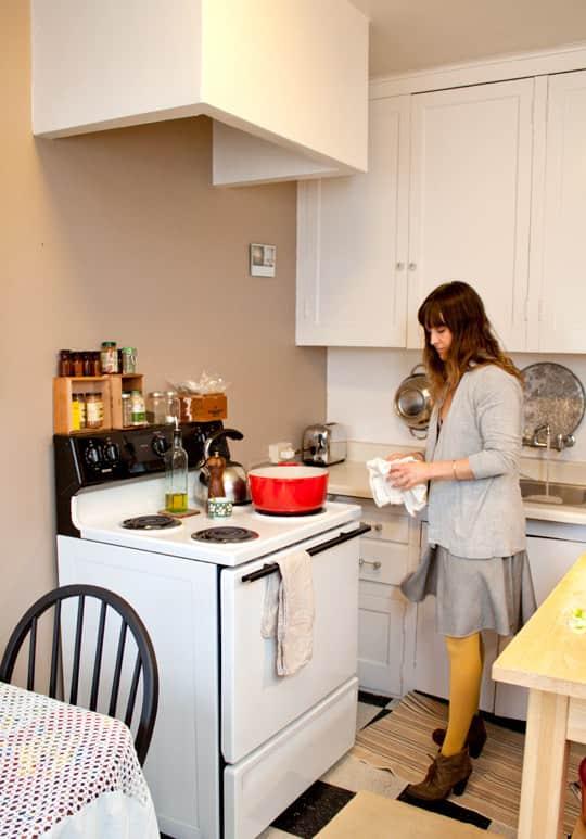 Clara's Sweet & Stylish Rental Kitchen: gallery image 6