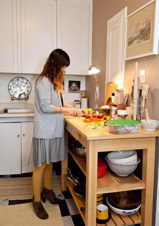 Clara's Sweet & Stylish Rental Kitchen: gallery image 2