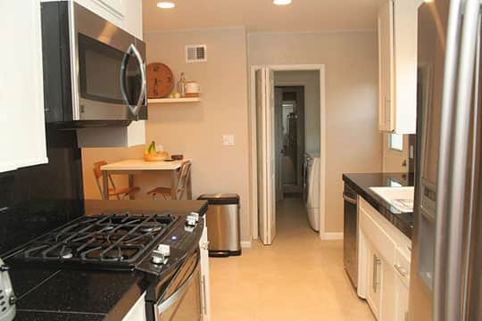 Before & After: Modernizing a 1950's Bungalow Kitchen: gallery image 2