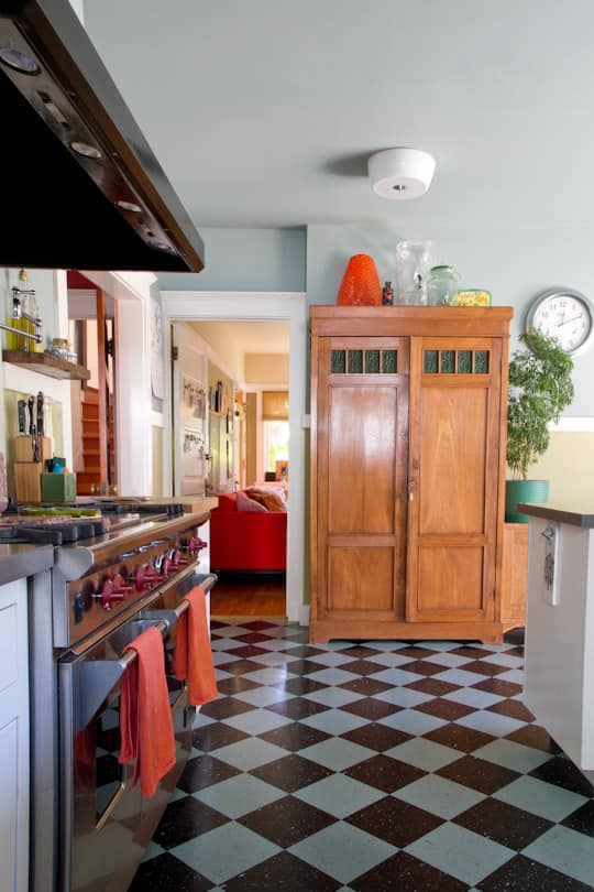 Annette & Gustavo's Homey & Delightful California Craftsman Kitchen: gallery image 15