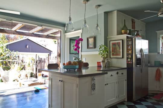 Annette & Gustavo's Homey & Delightful California Craftsman Kitchen: gallery image 4