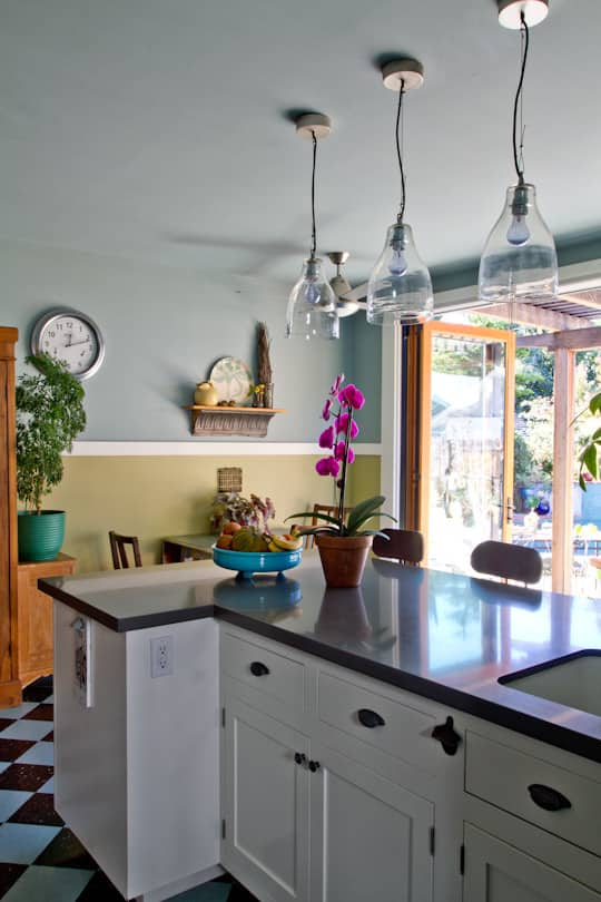 Annette & Gustavo's Homey & Delightful California Craftsman Kitchen: gallery image 16
