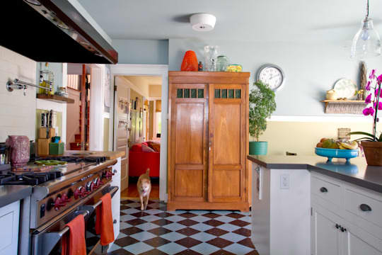 Annette & Gustavo's Homey & Delightful California Craftsman Kitchen: gallery image 14