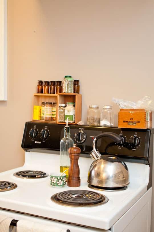 Clara's Sweet & Stylish Rental Kitchen: gallery image 7