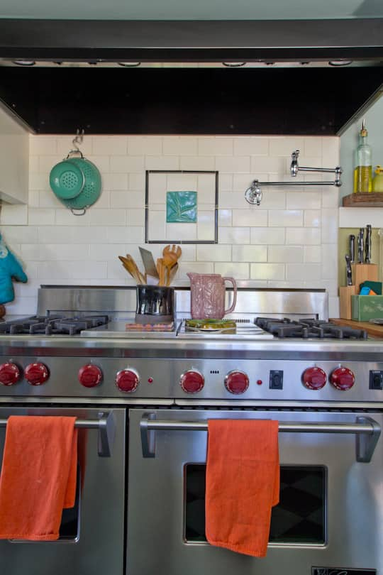 Annette & Gustavo's Homey & Delightful California Craftsman Kitchen: gallery image 8