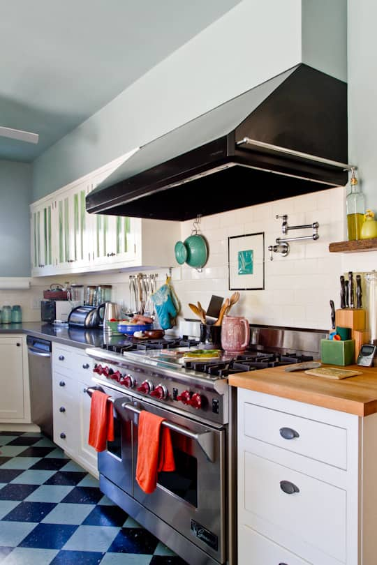 Annette & Gustavo's Homey & Delightful California Craftsman Kitchen: gallery image 2
