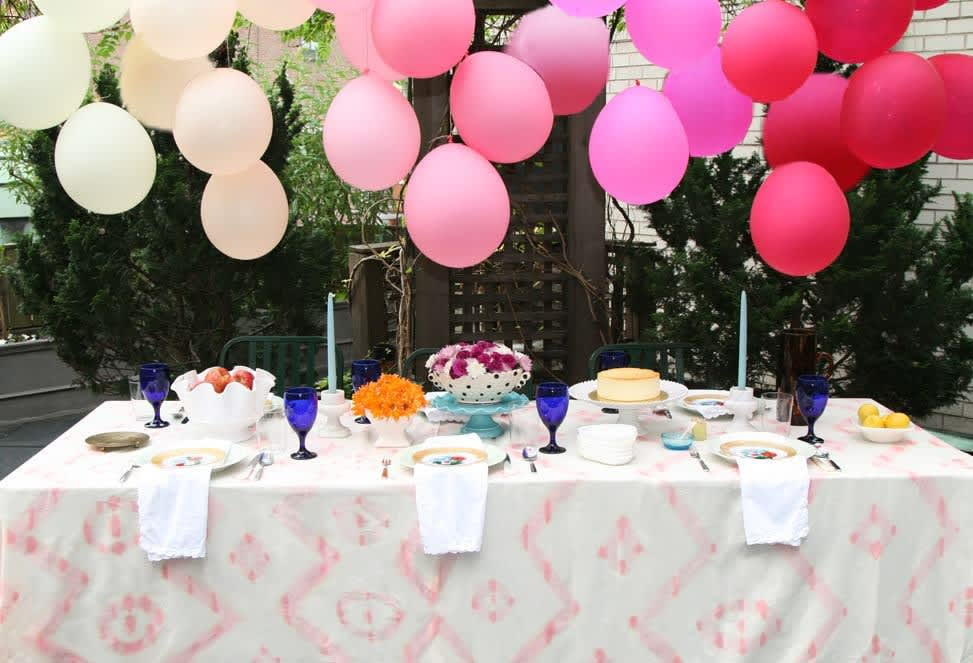 Instant Party! 3 Ways to Decorate with Balloons—No Helium Necessary: gallery image 1