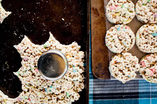 Recipe: Lucky Charms Ice Cream Sandwiches: gallery image 3