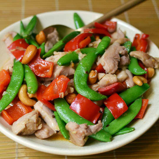 How To Stir-Fry Chicken and Cashews: gallery image 20