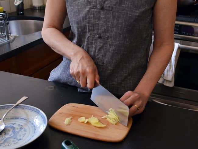 How To Stir-Fry Chicken and Cashews: gallery image 3