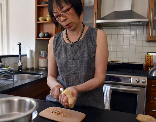 How To Stir-Fry Chicken and Cashews: gallery image 2