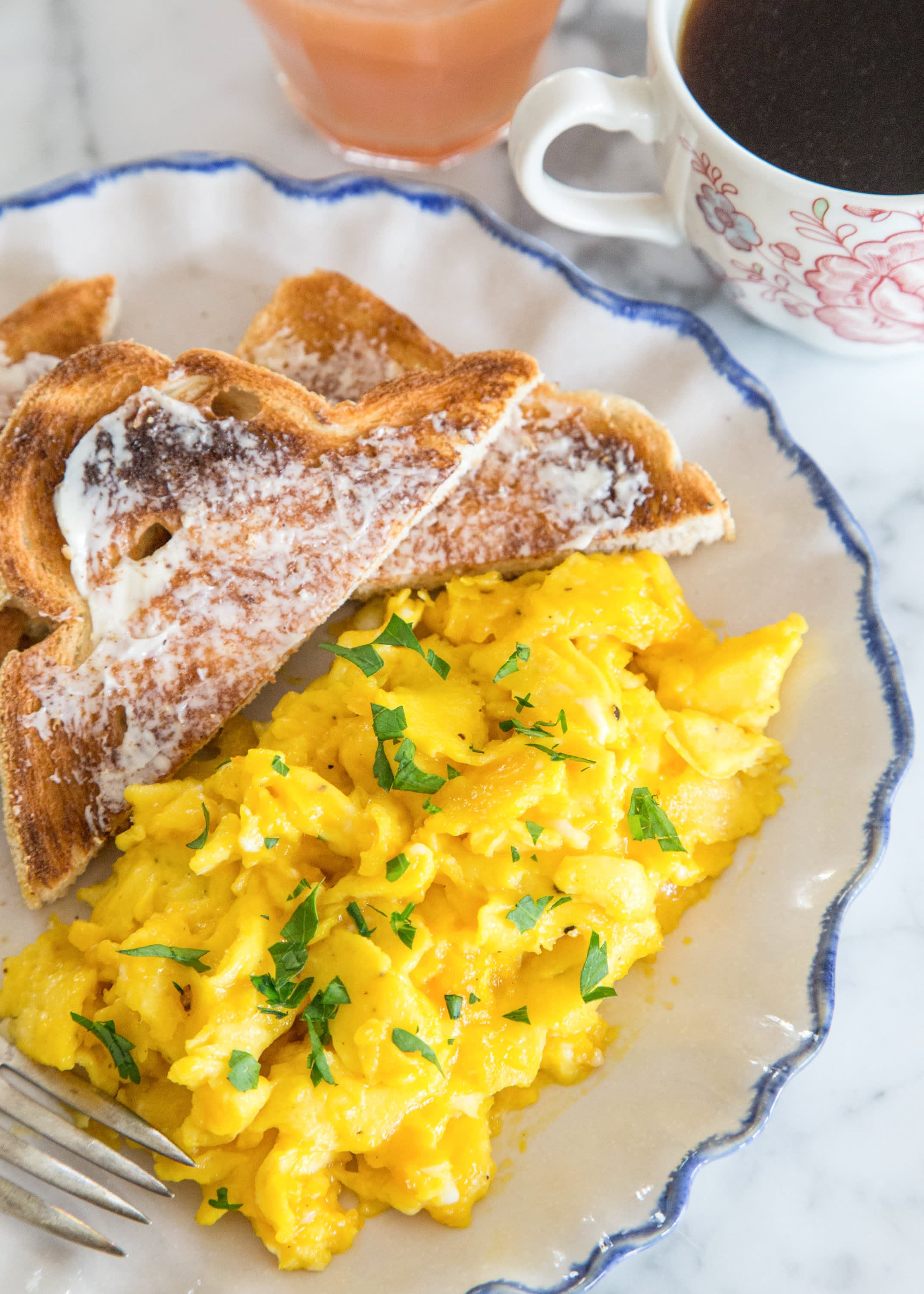 How To Make Soft, Creamy Scrambled Eggs: gallery image 14