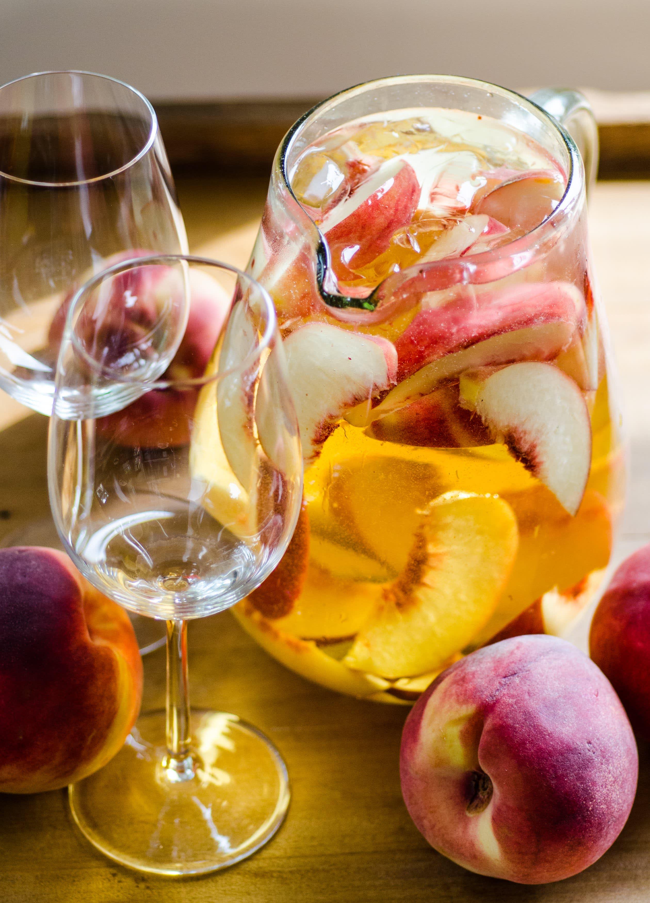 Pitcher Drink Recipe 4 Ingredient Sparkling White Peach Sangria