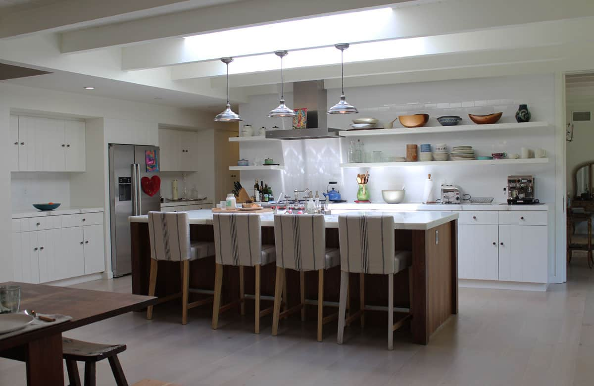 10 Kitchens Without Upper Cabinets: gallery image 28