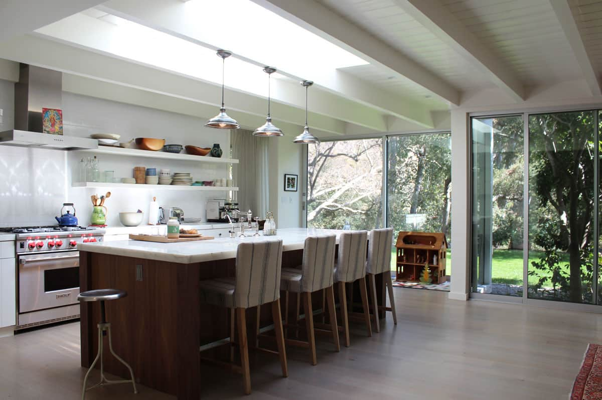 10 Kitchens Without Upper Cabinets: gallery image 25