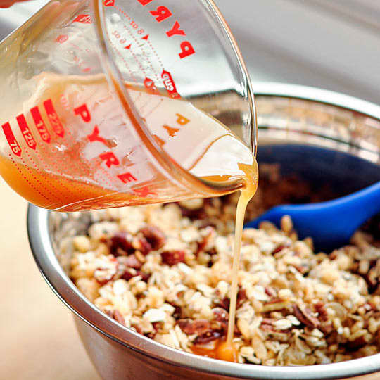 How To Make Granola Bars at Home: gallery image 4