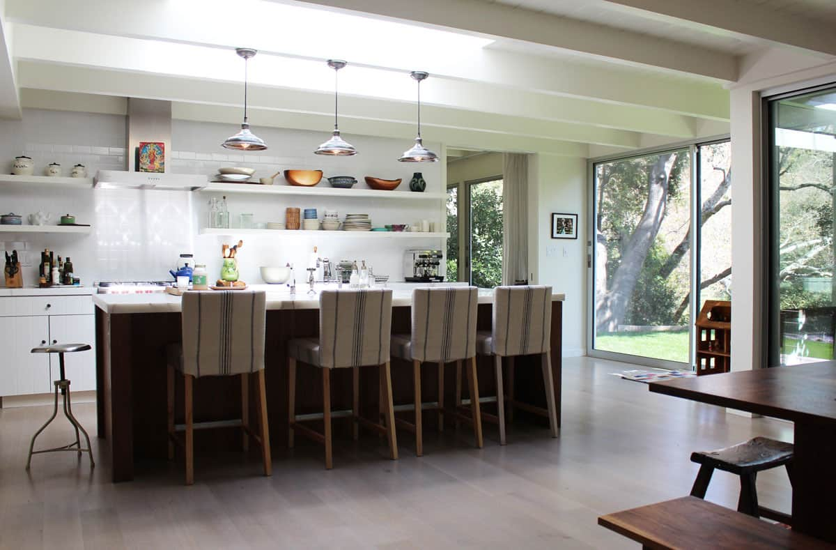 10 Kitchens Without Upper Cabinets: gallery image 23