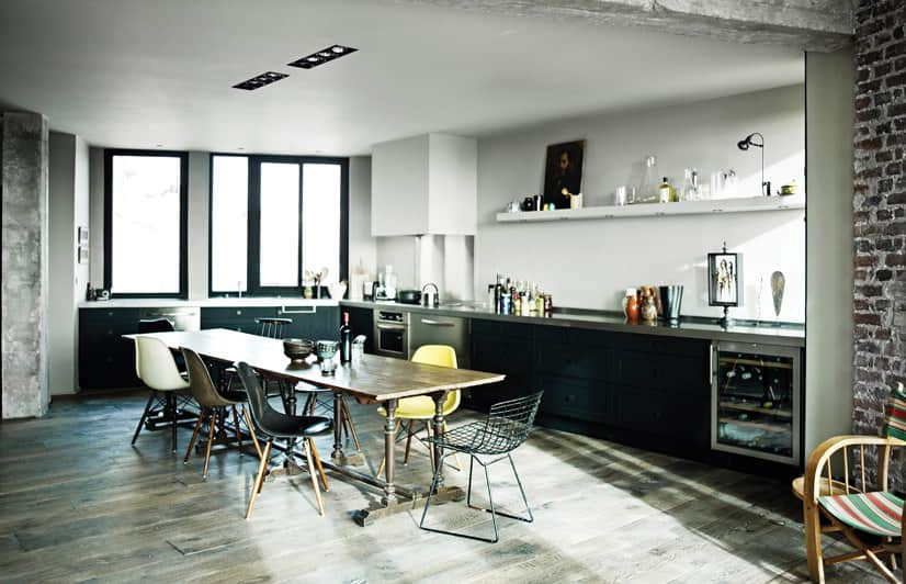 10 Kitchens Without Upper Cabinets: gallery image 8