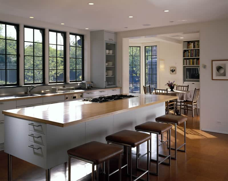 10 Kitchens Without Upper Cabinets: gallery image 6