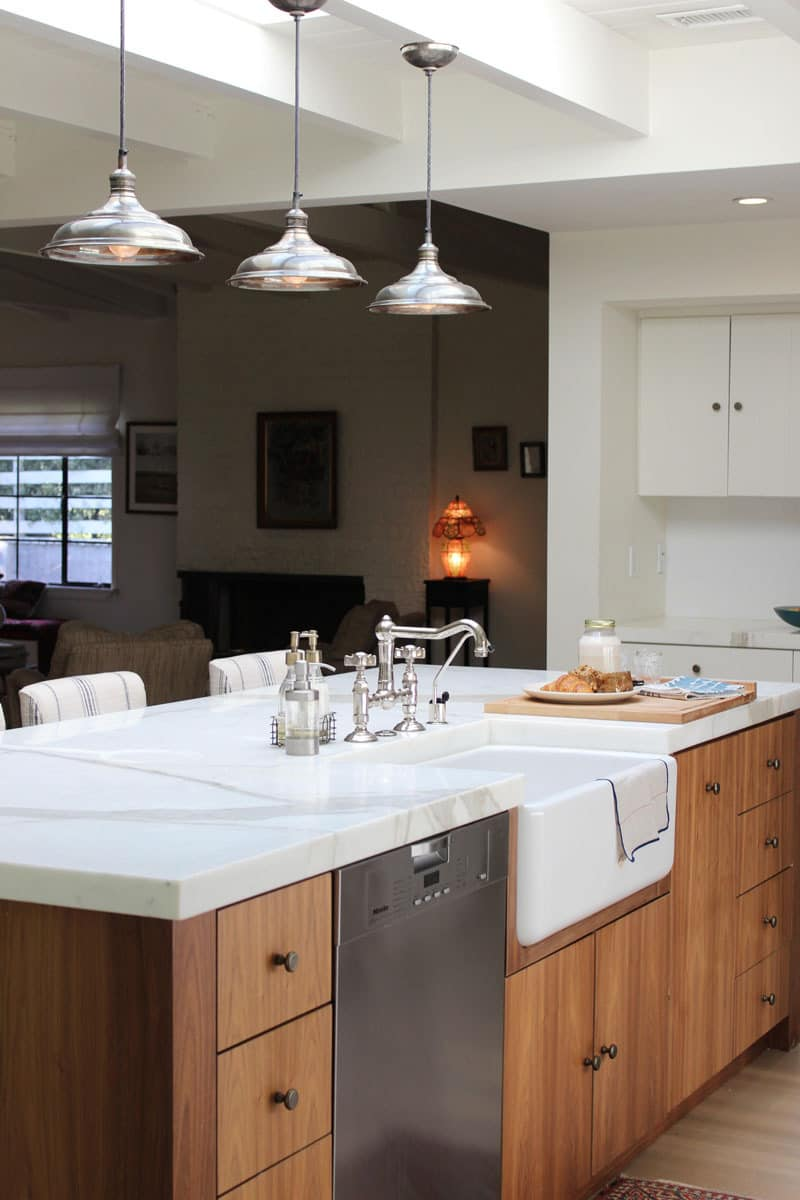 10 Kitchens Without Upper Cabinets: gallery image 21
