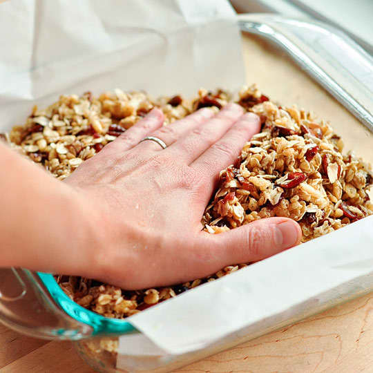 How To Make Granola Bars at Home: gallery image 6