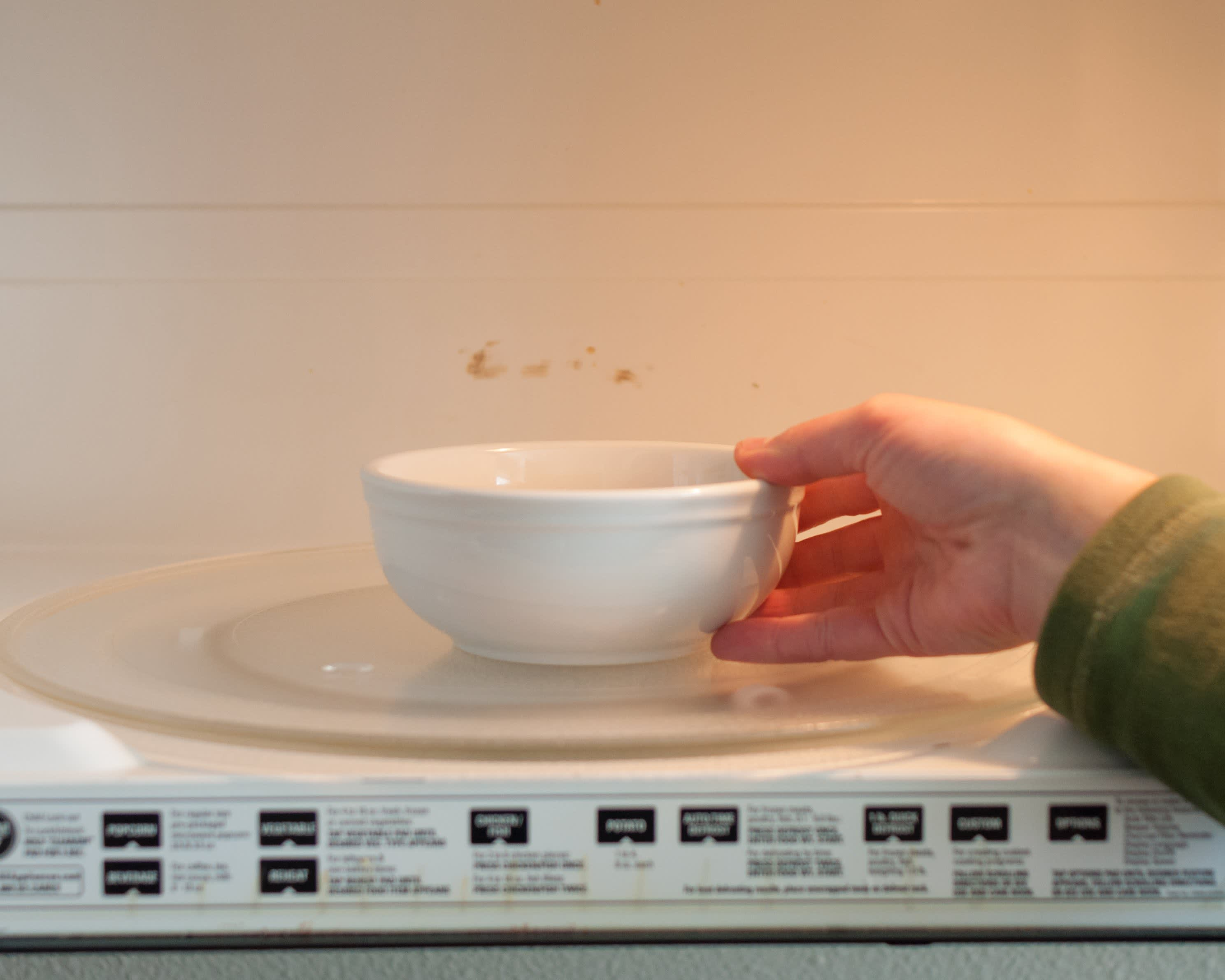 How To Make One-Bowl Microwave Macaroni and Cheese: gallery image 3