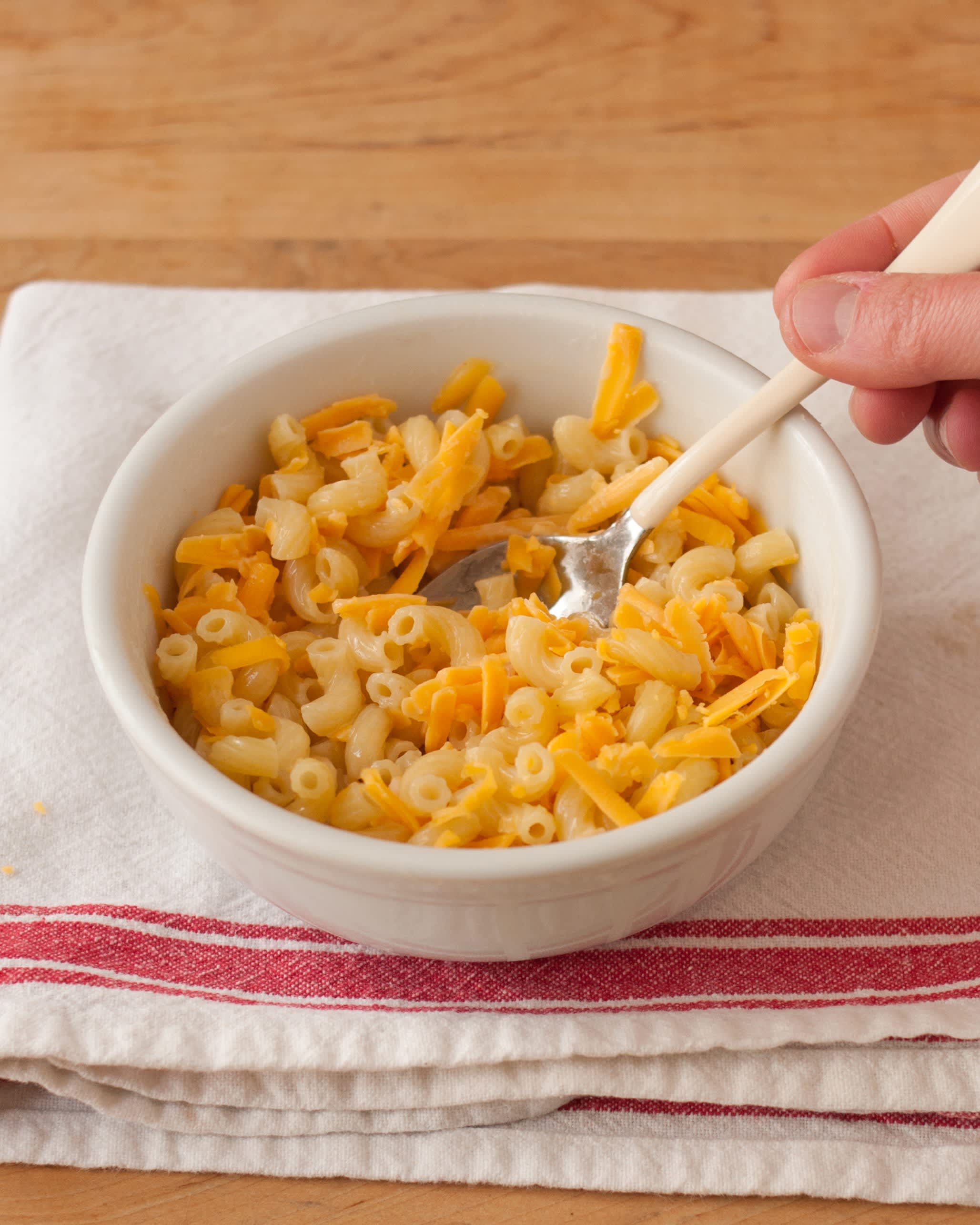 How To Make One-Bowl Microwave Macaroni and Cheese: gallery image 8
