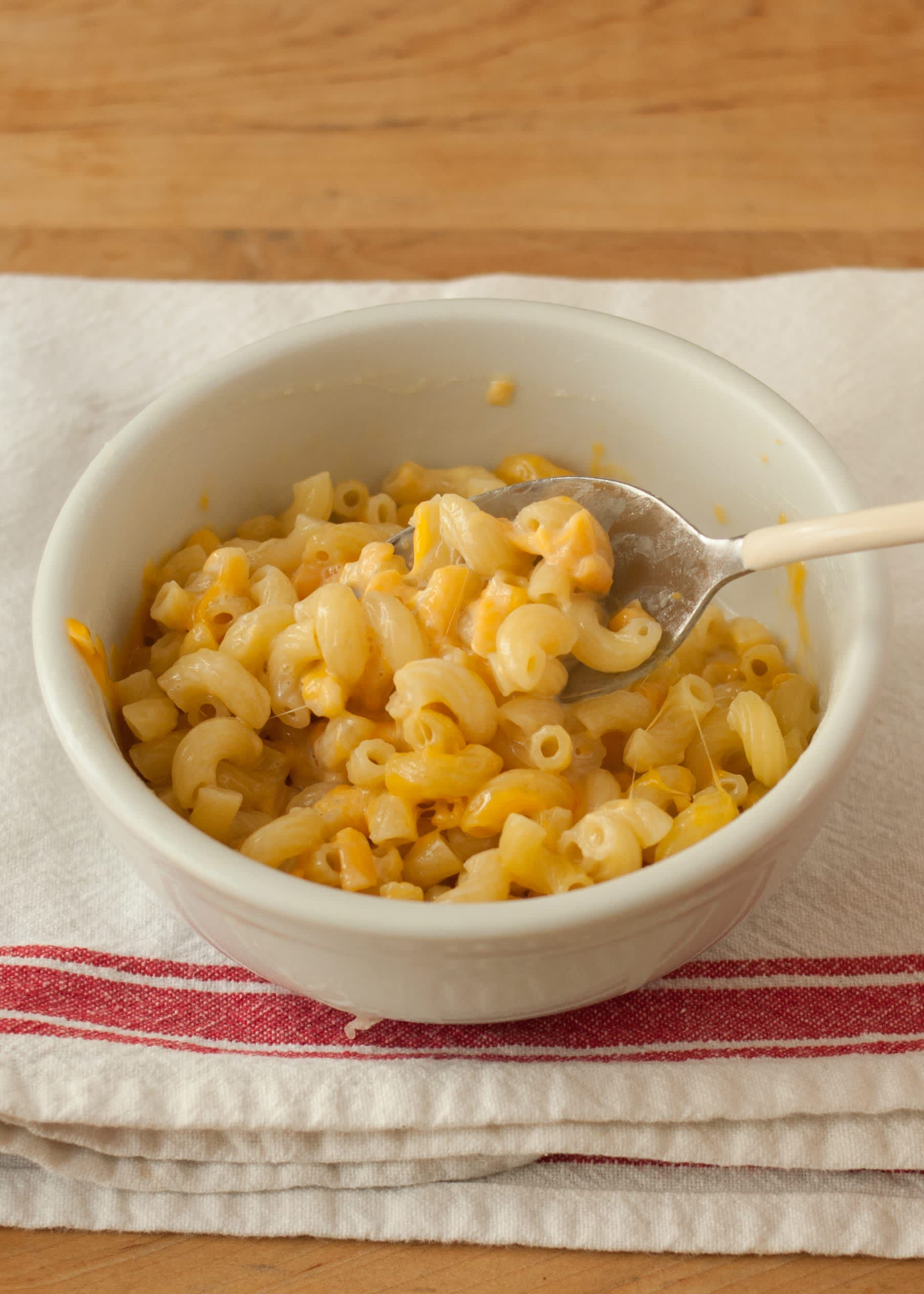 How To Make One-Bowl Microwave Macaroni and Cheese: gallery image 10