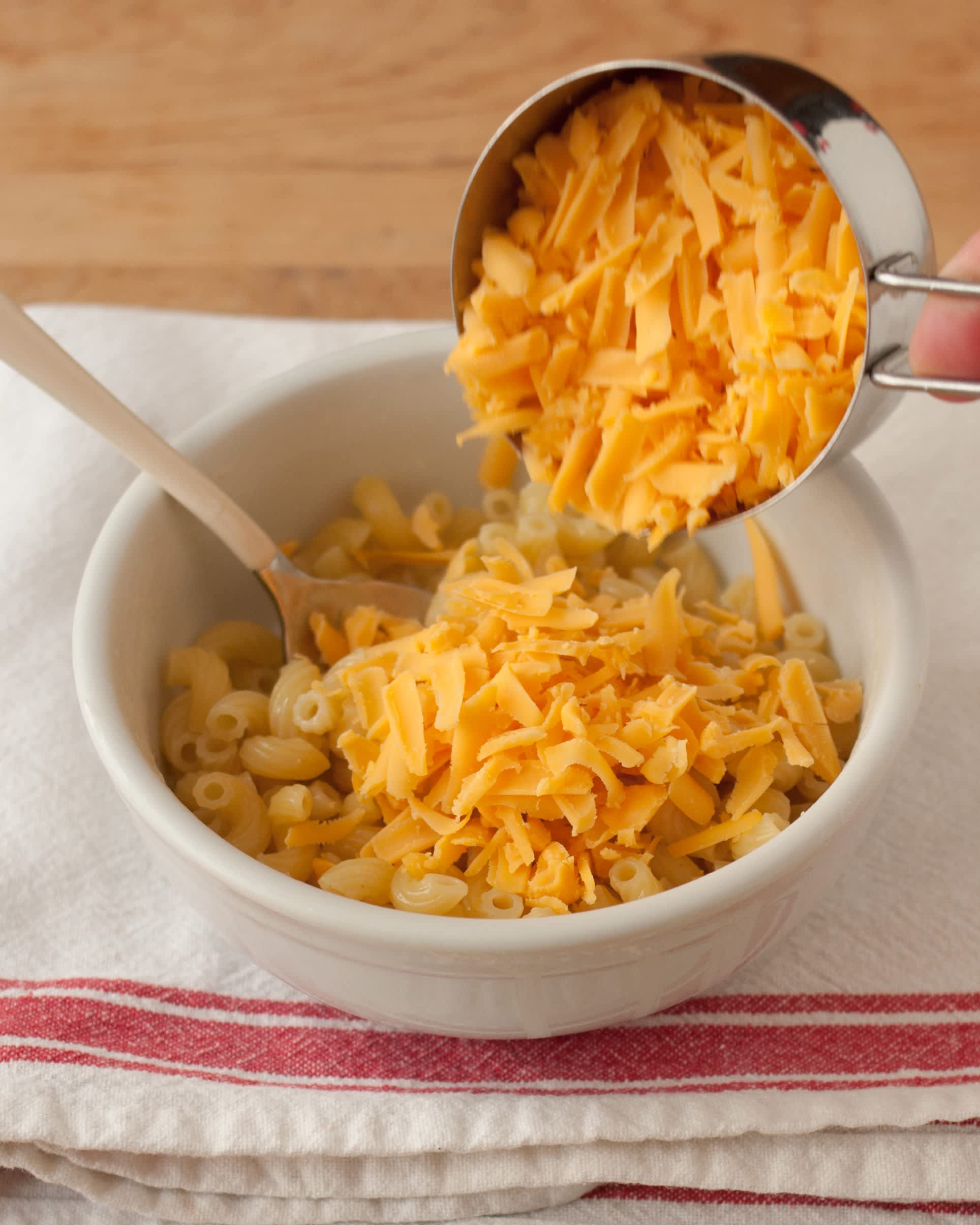 How To Make One-Bowl Microwave Macaroni and Cheese: gallery image 7
