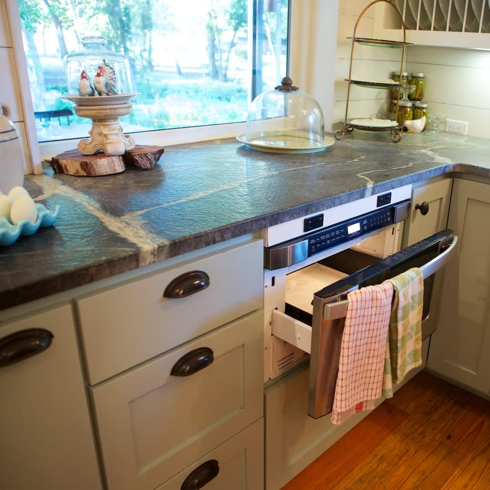 Glenn and Paula's Farmhouse Kitchen: gallery image 9