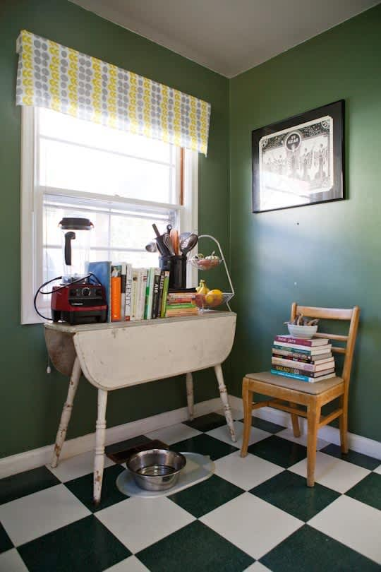 Garden Writer Willi Galloway's Resourceful, Reclaimed Rental Kitchen: gallery image 2