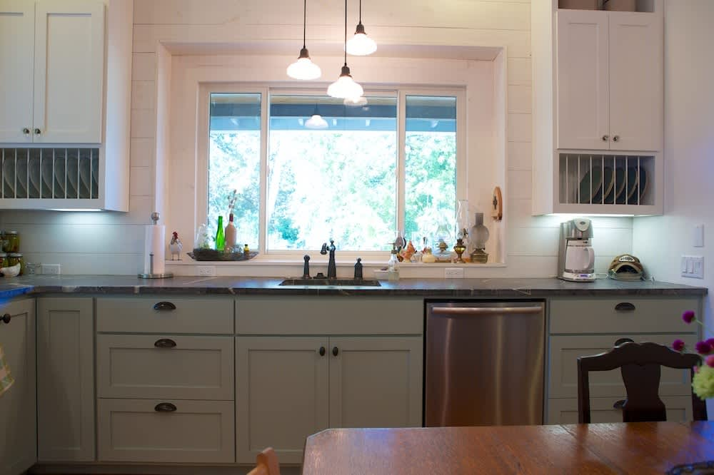 Glenn and Paula's Farmhouse Kitchen: gallery image 13